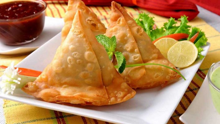 Top 10 famous Indian street foods